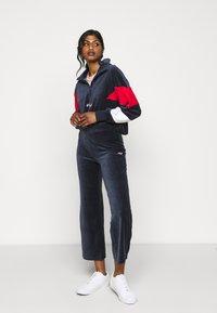 Fila Petite - BELLINI CROPPED HALF ZIP - Bluza - black iris/true red/bright white - 1
