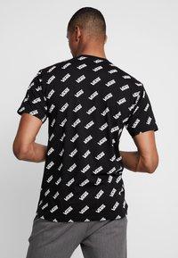 Vans - RETRO ALLOVER - T-Shirt print - black - 2