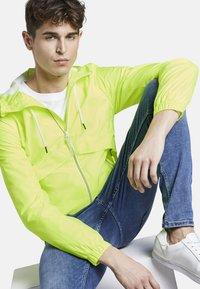 TOM TAILOR DENIM - JACKEN & JACKETS LEICHTE JACKE - Light jacket - neon green - 4