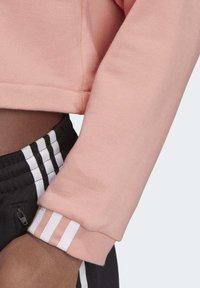 adidas Originals - R.Y.V. CROPPED HOODIE - Jersey con capucha - pink - 8