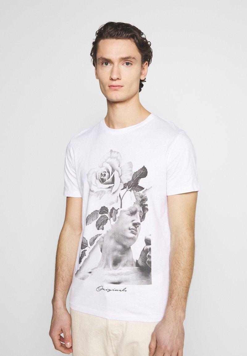 Jack & Jones - JORFASTER TEE CREW NECK - T-shirt imprimé - white