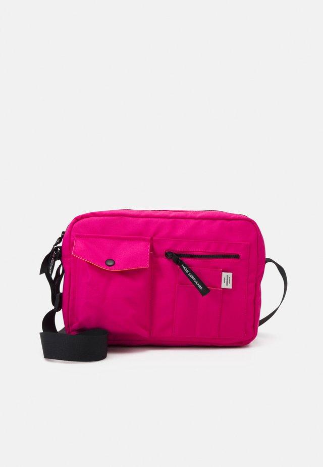 BEL ONE CAPPA UNISEX - Sac bandoulière - shocking pink