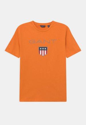 SHIELD LOGO UNISEX - T-shirt print - russet orange