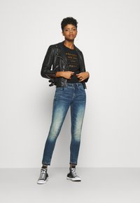 G-Star - LYNN MID SKINNY RIPPED ANKLE  - Jeans Skinny Fit - antic faded baum blue - 1