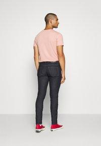Diesel - D-STRUKT - Jeans Tapered Fit - rinsend denim - 2