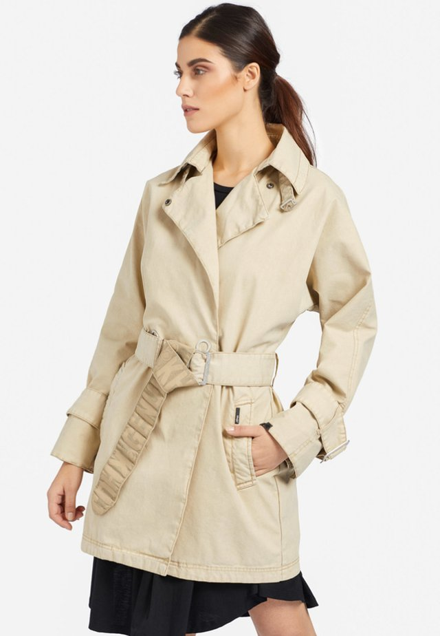LUCILLE - Trenchcoat - camel