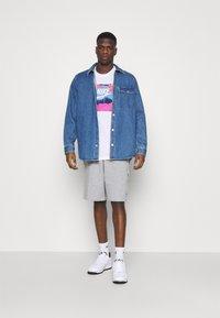 Nike Sportswear - TEE MANGA PHOTO - Print T-shirt - white - 1