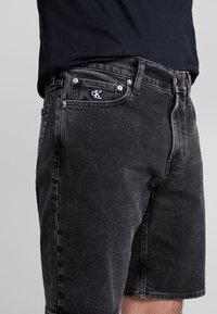 Calvin Klein Jeans - Szorty jeansowe - black with embro - 3