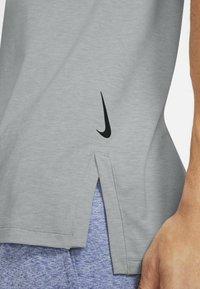 Nike Performance - TANK  - Funktionströja - smoke grey - 4