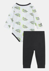 Nike Sportswear - SET UNISEX - Broek - black - 1