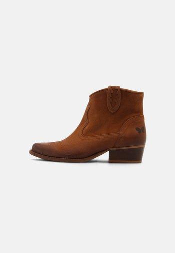 WEST - Cowboy/biker ankle boot - morat cognac