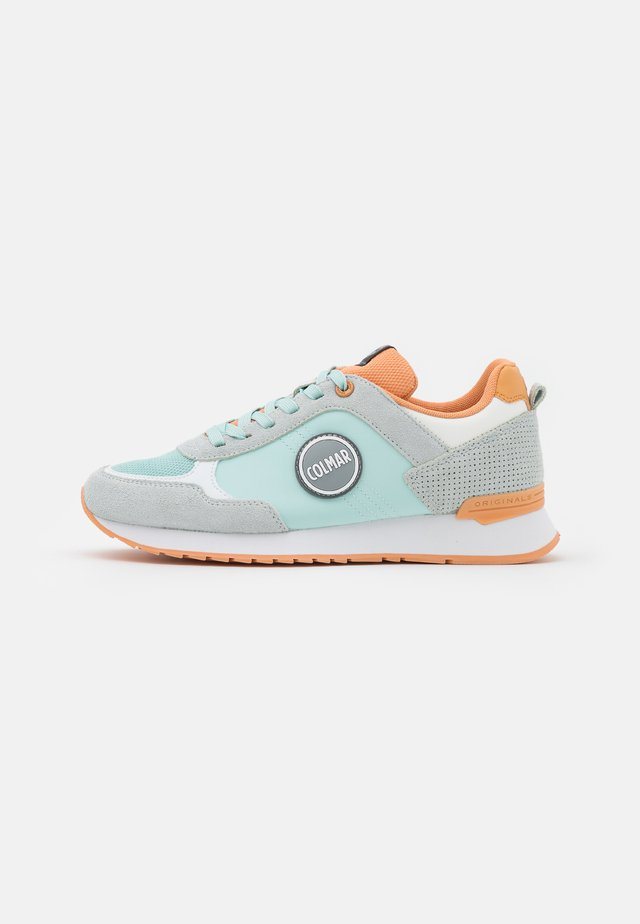 TRAVIS COLORS - Baskets basses - light blue/peach