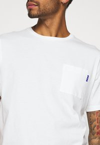Scotch & Soda - Basic T-shirt - off white - 5