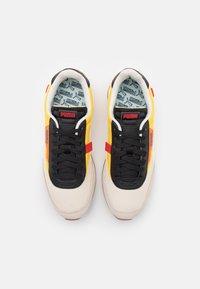 Puma - FUTURE RIDER NEW TONES UNISEX - Sneakers basse - whisper white/super lemon - 3