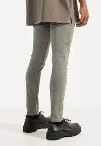 Bershka - Jeans Skinny Fit - light grey - 2