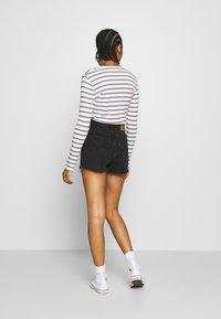 Levi's® - RIBCAGE - Denim shorts - black bayou - 2