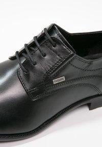 Bugatti - Stringate eleganti - schwarz - 5