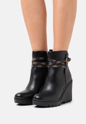 TADIA - Kotníkové boty na platformě - black