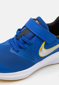 Nike Performance - STAR RUNNER 2 UNISEX - Hardloopschoenen neutraal - game royal/metallic silver/black/speed yellow - 5