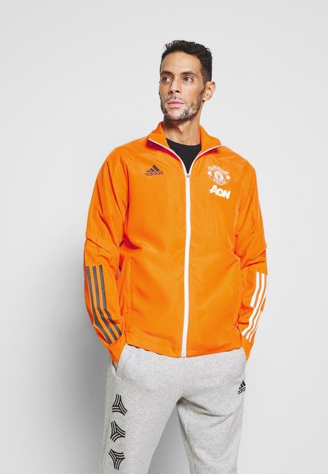 MANCHESTER UNITED FOOTBALL TRACKSUIT JACKET - Klubové oblečení - bahora
