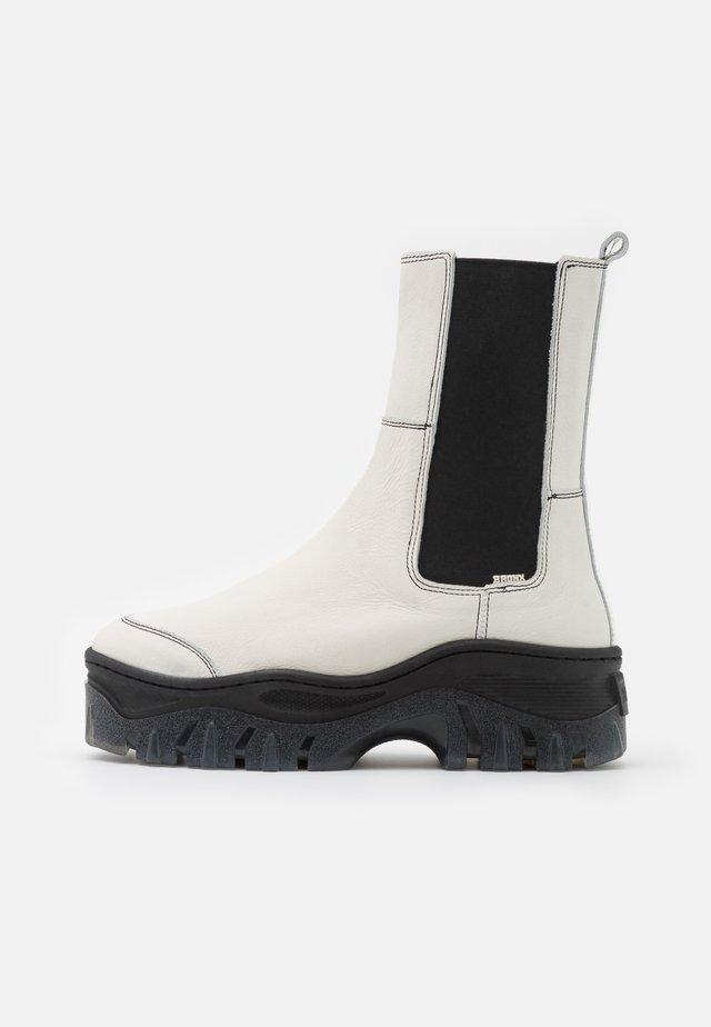 JAXSTAR - Kotníkové boty na platformě - offwhite/black