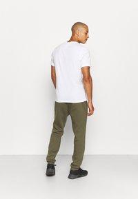 Reebok - IDENTITY - Pantalones deportivos - army green - 2