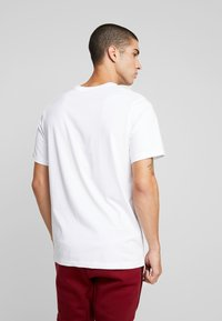 Nike Sportswear - TEE COURT  - Print T-shirt - white - 2