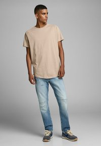 Jack & Jones - JJECURVED TEE O NECK - Camiseta básica - beige - 1