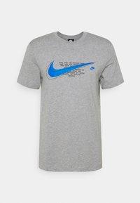 COURT TEE - Print T-shirt - grey heather