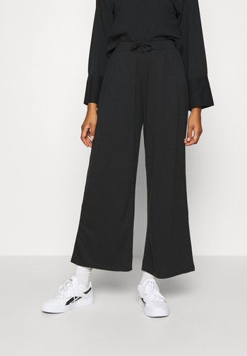 WIDE FIT JOGGERS - Spodnie treningowe - black