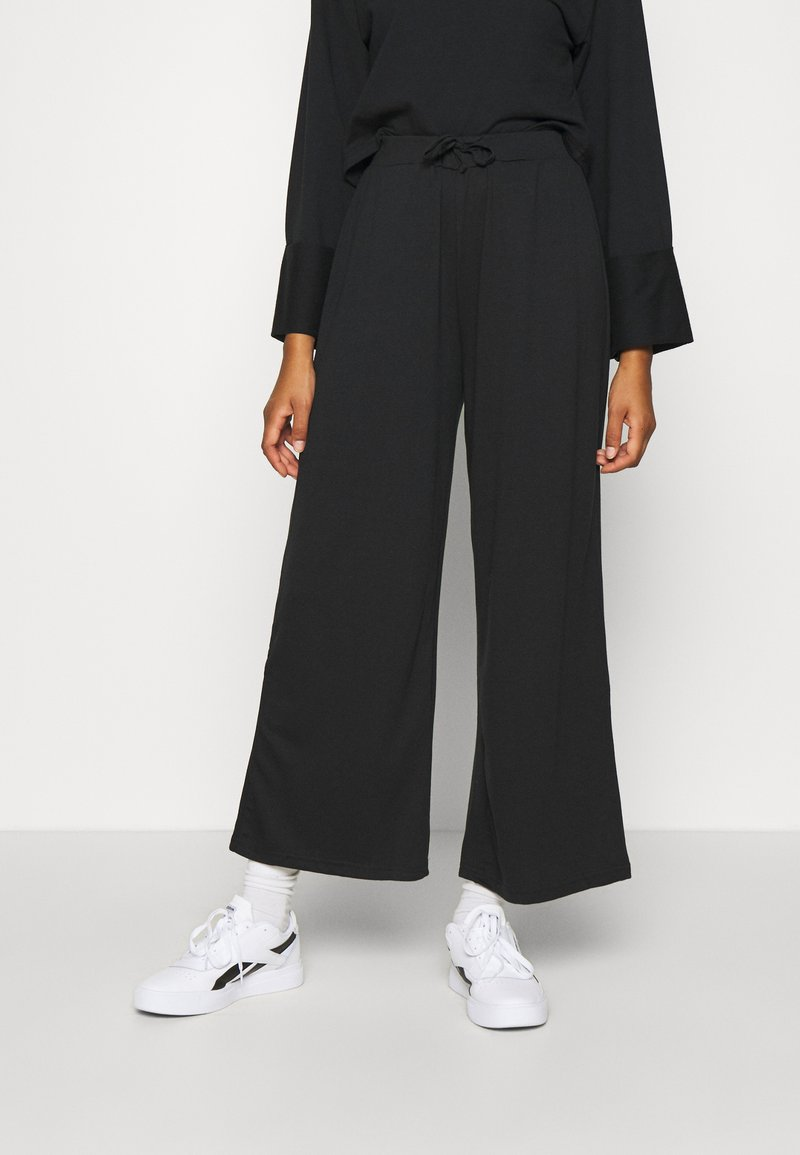 Anna Field - WIDE FIT JOGGERS - Tracksuit bottoms - black