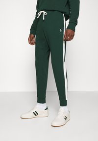 Polo Ralph Lauren - LOOPBACK TERRY PANT ATHLETIC - Träningsbyxor - college green/chic cream - 0