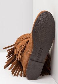 Minnetonka - 3 LAYER FRINGE - Cowboy/Biker boots - brown - 6