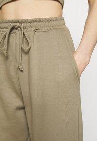 Missguided - SCOOP NECK BRALET SET - Tracksuit bottoms - khaki - 5