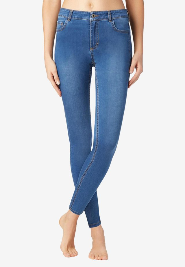SEXY SLIM-FIT JEANS IN HELLER WASCHUNG - Jean slim - light blue