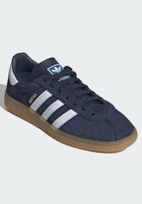 adidas Originals - MUNCHEN - Trainers - blue - 1