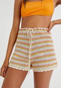 PULL&BEAR - MIT STREIFEN UND PATENTMUSTER - Shorts - mottled beige - 3