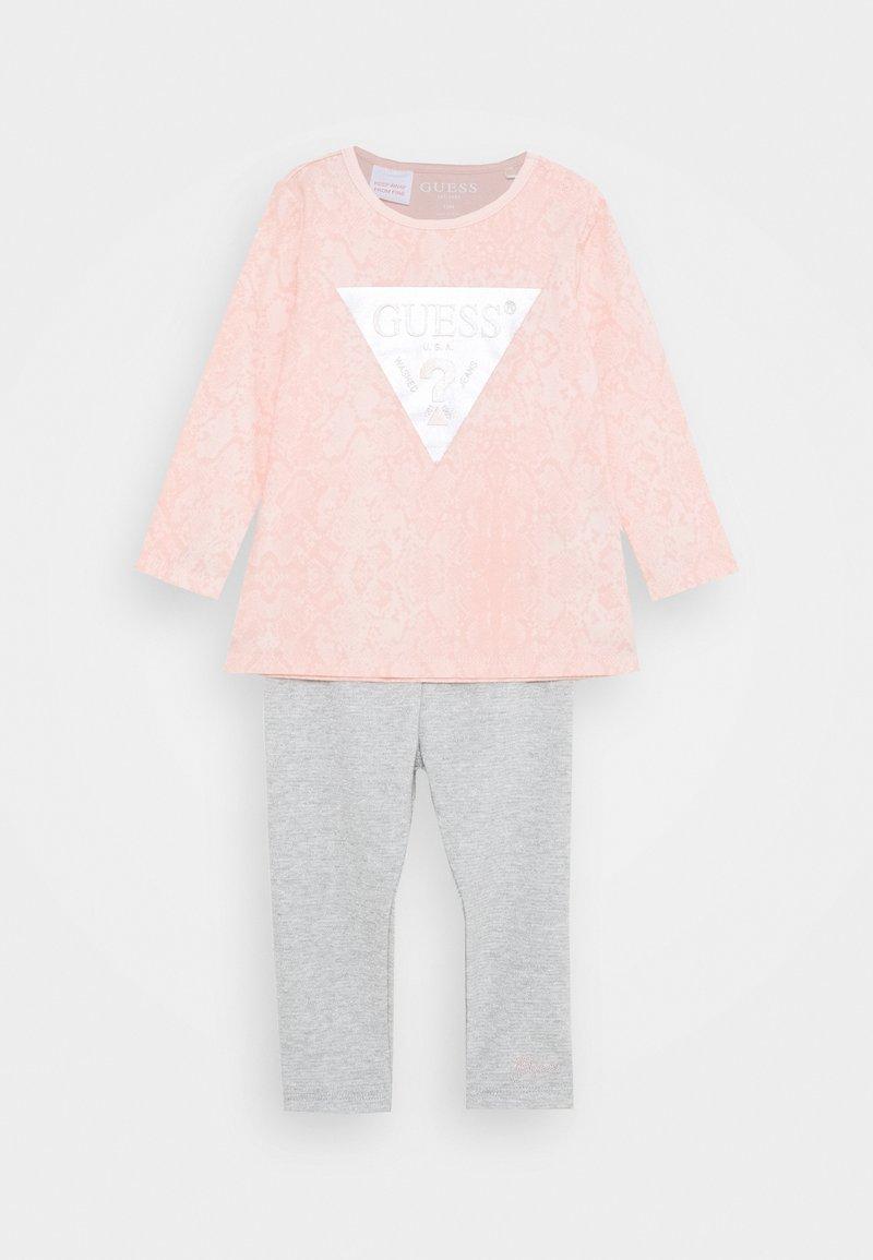 Guess - SHIRT AND LEGGINGS BABY SET - Top sdlouhým rukávem - light pink