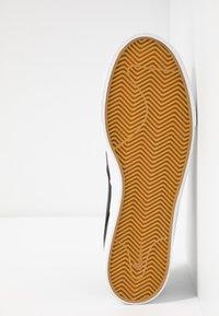 Nike SB - ZOOM JANOSKI SLIP CRAFTED - Slip-ons - black/bicoastal/team red/light brown - 4