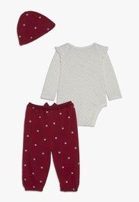 mothercare - BABY DEER SET - Mössa - red - 1