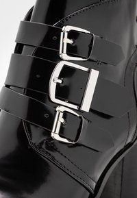 co wren - High heeled ankle boots - black - 2