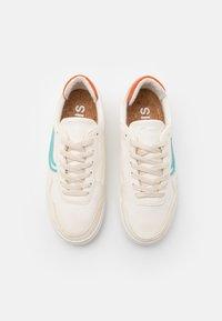 Genesis - SOLEY UNISEX  - Sneakersy niskie - white/turqouise/orange - 3