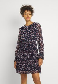 Vero Moda - VMWONDA PLISSE DRESS - Denní šaty - night sky/rona - 0