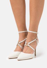 San Marina - GEMARINA - Classic heels - ivoire - 0