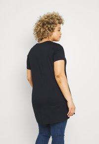 Simply Be - SCRIBBLE FACE LONGLINE - Print T-shirt - black - 2