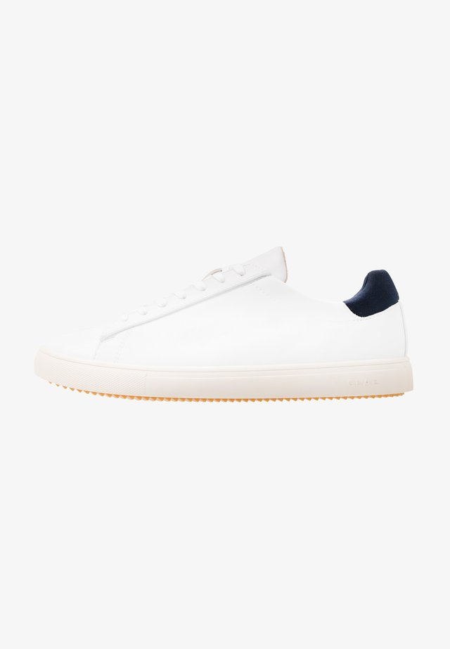BRADLEY VEGAN - Matalavartiset tennarit - white/navy