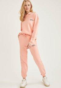 DeFacto Fit - Tracksuit bottoms - pink - 3