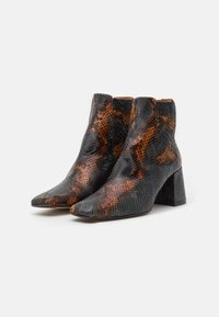 MIISTA - BETA UMBER SNAKE - Classic ankle boots - multicolor - 1