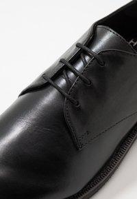 H by Hudson - KARTER DERBY - Eleganta snörskor - black - 5