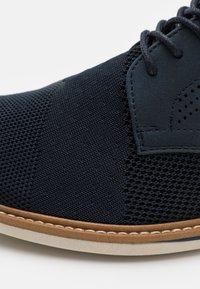 Call it Spring - VEGAN MORRIS - Zapatos con cordones - navy - 5